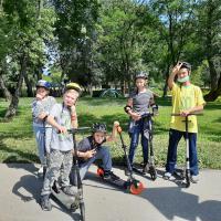 djeca na romobilima