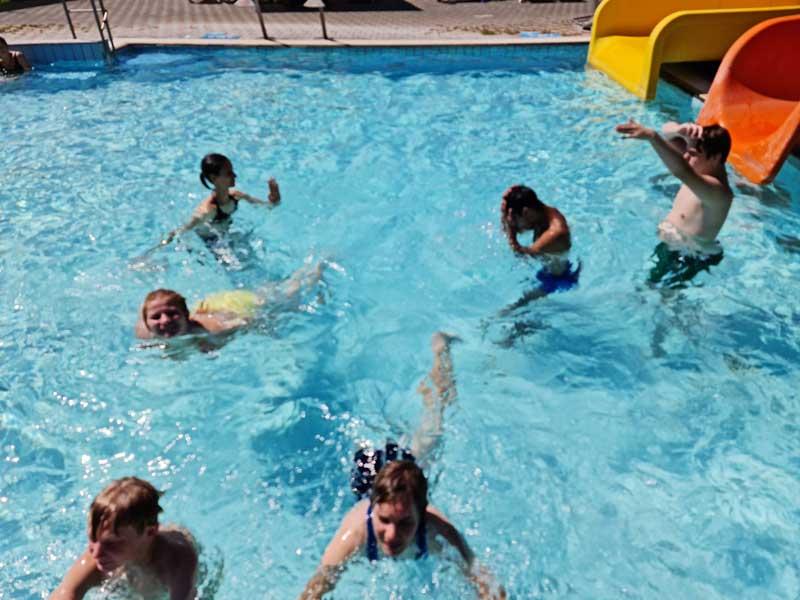 Kupanje korisnika na bazenima u Jezerčici